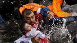 赤ちゃんを抱きながら泳ぐ父 ピュリツァー賞の写真は難民の苦難を訴える