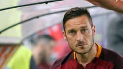 Totti segna ed esultano Soriano, Galeano, Carlos Drummond de Andrade e