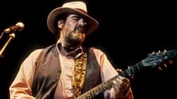 Le guitariste et chanteur Lonnie Mack est