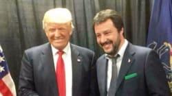 Siparietto Salvini-Trump. Il leghista col cartello, il tycoon lo promuove: