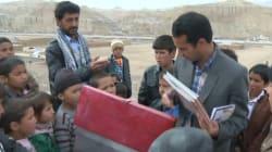 Questo maestro gira l'Afghanistan in bicicletta per portare i libri ai bambini più