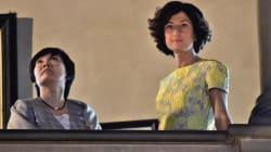 Agnese, elegante in avorio e giallo, fa da Cicerone a Firenze alla first lady