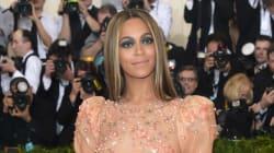 Seul le latex peut faire ressortir les formes de Beyoncé de cette