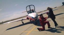 Un pilote fait une demande en mariage en plein
