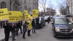 Uber : Des chauffeurs de taxi manifestent devant le bureau du premier