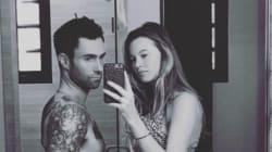 Adam Levine a le même ventre que sa femme