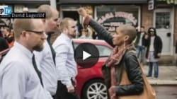 Un pugno chiuso contro 300 neonazisti: il coraggio di Tess conquista il