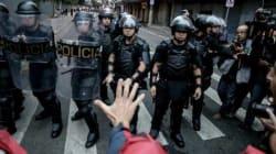 Adolescentes arrastados e jornalista agredido. Um dia normal para a PM de