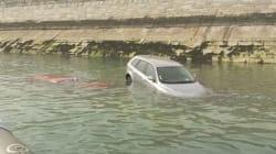 Des voitures englouties par la marée à
