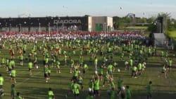 1400 ragazzi palleggiano in simultanea: l'Italia batte il record della