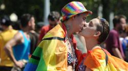 Nouvelle forte baisse des actes homophobes. Oui,