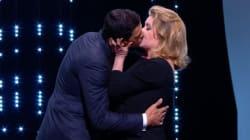 Catherine Deneuve a surpris tout le monde en embrassant Laurent