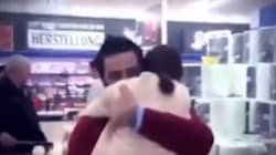 In un market tedesco la sorpresa di un papà siriano alla figlia che non vedeva da 5