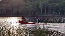 Leur astuce pour faire du canoë sans pagaie pourrait vous servir un