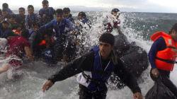 Migranti, Alfano rilancia gli hotspot galleggianti nel Mediterraneo, l'Ue dice