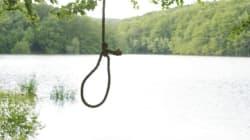 Ragazza impiccata a un albero, ai suoi piedi senza vita il figlio di 4