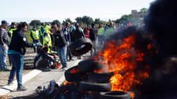 Ancora proteste per il Jobs Act di Francia, tutte le raffinerie chiuse per
