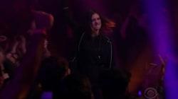 Anne Hathaway est aussi à l'aise qu'Eminem dans les battle de rap