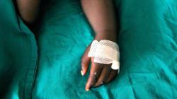 Tre fermi per la morte del bimbo circonciso a