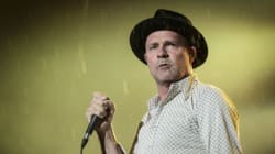 Des amateurs de The Tragically Hip repartent les mains