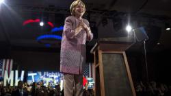 Hillary Clinton critiquée après avoir porté une veste Armani à $12