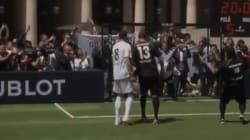 Maradona et Pelé s'affrontent lors d'un match amical au Palais