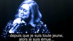 En larmes, Adele dédie son concert aux victimes