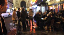 À Paris, un homme armé d'un fusil factice sème la panique sur des