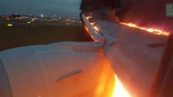 Un avion s'enflamme lors de