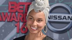 Alicia Keys senza trucco ai Bet Awards mantiene la promessa: