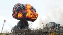 Les images de l'impressionnant incendie d'une usine chimique à