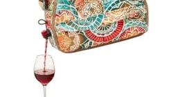 Ce sac à main verseur de vin répond à toutes vos