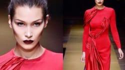 Bella Hadid était magnifique en rouge lors du défilé Versace haute couture