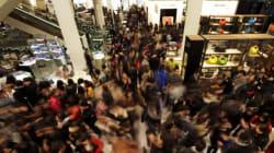 Bargain Hunters Swarm Malls, Websites On Boxing
