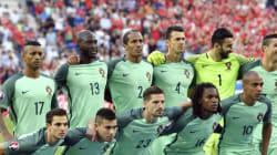 Quelque chose cloche avec cette photo de l'équipe du Portugal à l'Euro