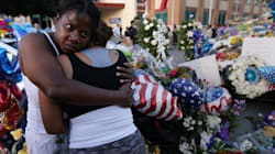 Les hommages aux cinq policiers tués affluent toujours à