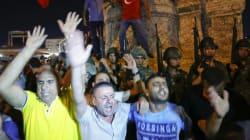 Coup d'État en Turquie: au café et dans la rue, les Stambouliotes pris de