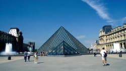 La Piramide del Louvre si