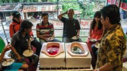 食欲湧く?インドネシアの風変わりなカフェはトイレがテーマ
