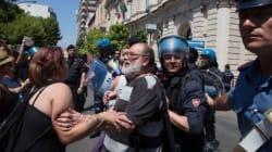 Renzi contestato a Taranto: