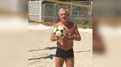 En boxer sur plage, Didier Deschamps chambre un de ses anciens