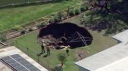 Un couple en Australie découvre un énorme trou dans leur jardin