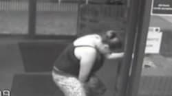 Una mujer da a la luz a las puertas de un hospital en un