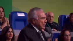 Le président brésilien par intérim hué au moment d'ouvrir les