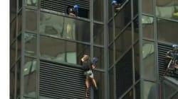 Un homme escalade la tour Trump à New
