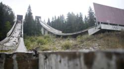 Queste foto angoscianti mostrano i fantasmi dei villaggi olimpici del