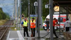 Attaque dans un train en Suisse : l'assaillant et une passagère succombent à leurs