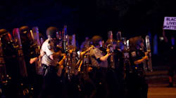Spari, vandalismo e attacchi alle volanti: la protesta di Milwaukee contro la