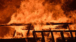 Un incendie monstre force des milliers d'évacuations en