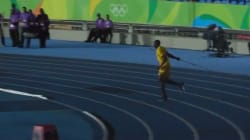 Quand le stade est vide à Rio, Usain Bolt s'essaie au lancer de
